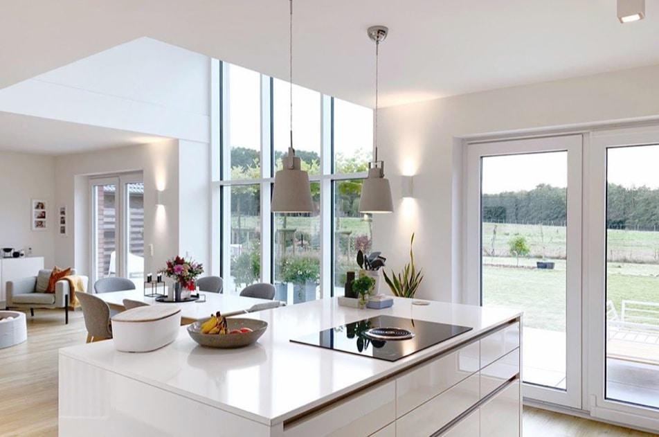 Terrassentür Glasfront hohe Decken